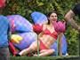 Kendall Jenner usa lingerie vermelha em ensaio fotográfico