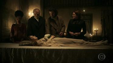 Xavier vela o corpo de Branca e lamenta destino da esposa