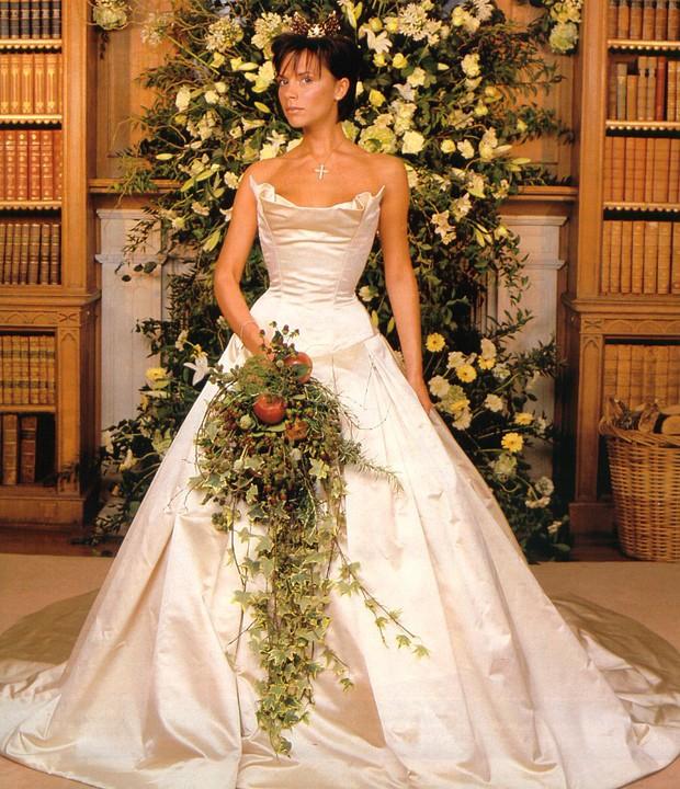 A noiva com a peça (Foto: Reprodução)