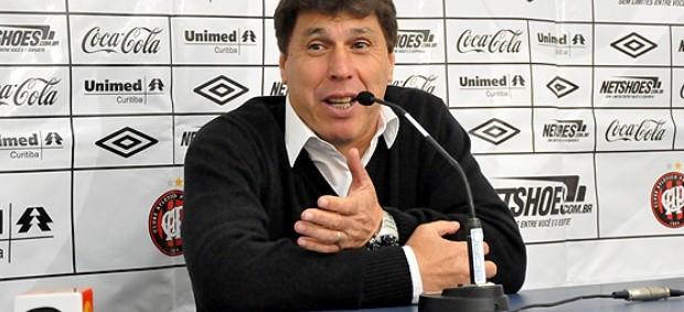Juan Ramón Carrasco, técnico do Atlético-PR (Foto: Divulgação/Site oficial do Atlético-PR)
