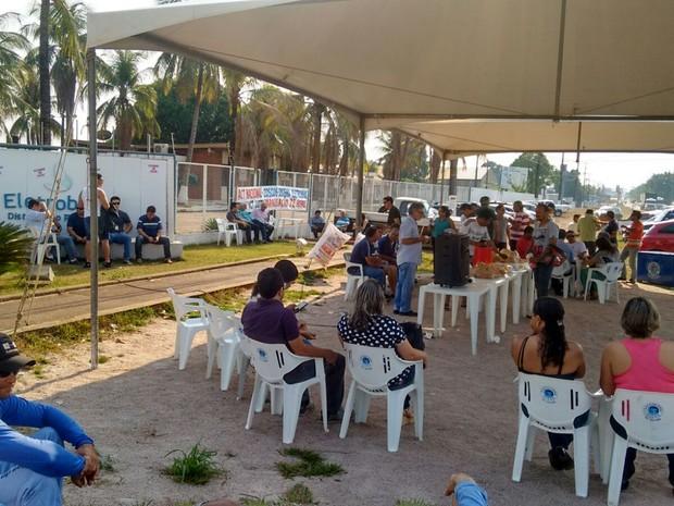 Trablhadores aderiram ao movimento nacional do dia contra paralização em Rondônia (Foto: Hosana Morais/G1)