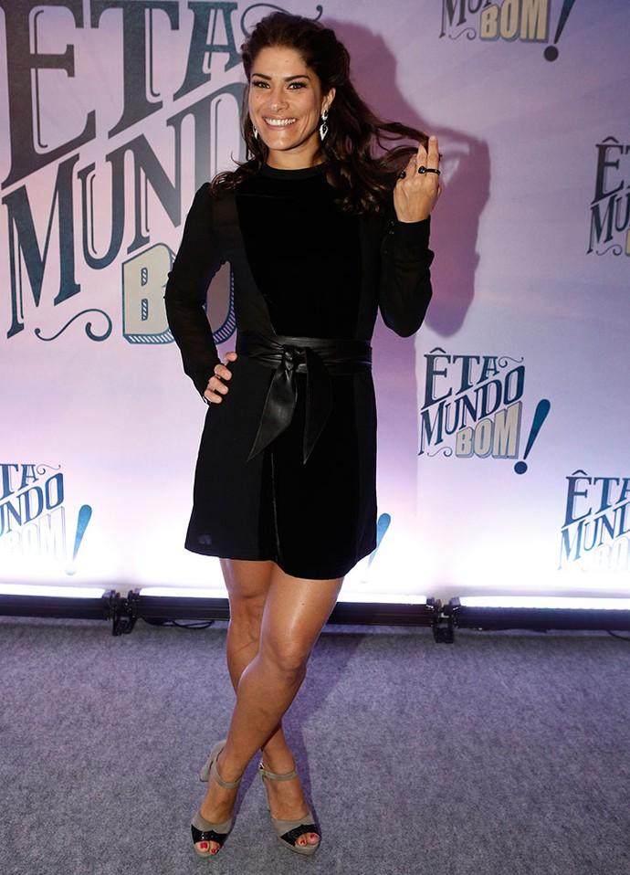 Priscila Fantin apostou num vestido preto curtinho (Foto: Inácio Moraes / Gshow)