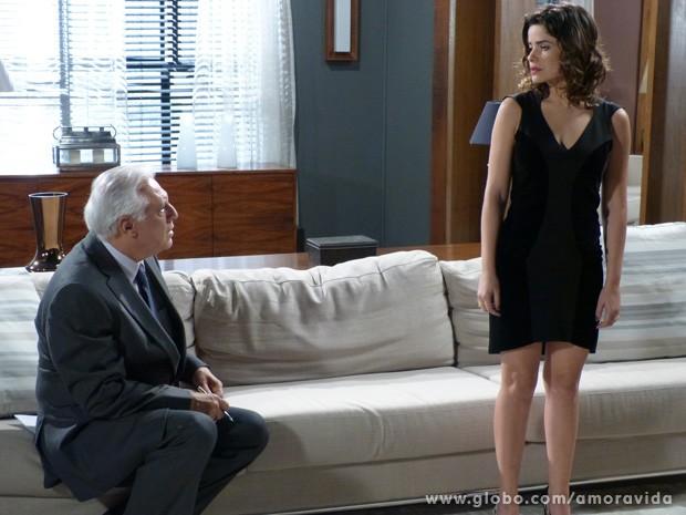 Aline diz que está grávida e César não gosta nem um pouco (Foto: Amor à Vida / TV Globo)
