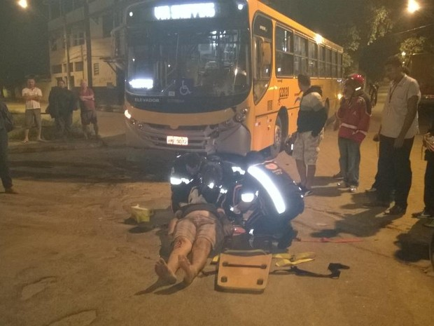 Acidente aconteceu na noite desta terça-feira (13). (Foto: Kayt Mattos/Inter TV dos Vales)