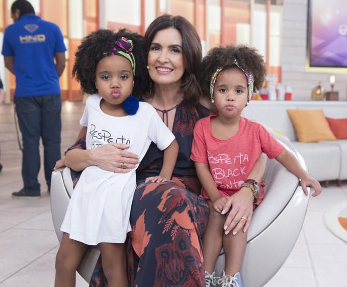 Olha esse bico, gente! Fátima posa com as crianças que participaram do programa  (Foto: Fábio Rocha/Gshow)