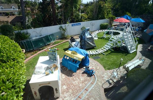 O parque de diversões foi construído por Dobbs no quintal de sua casa (Foto: Jeff Gritchen/OC Register)