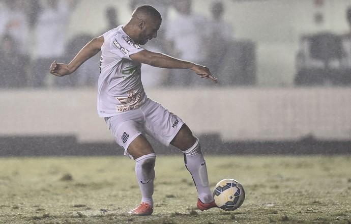 Nilson, do Santos, perde gol sem goleiro (Foto: Ricardo Saibun / Estadão Conteúdo)