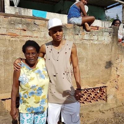 dalbert, do nice, com a avó sebastiana (Foto: Arquivo Pessoal)