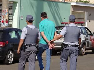 Rapaz preso em Leme é suspeito de recrutar criminosos para realizar ações em outros municípios (Foto: Nilton Moreira / Rádio Cultura de Leme)