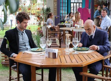Dom Peppino tenta conquistar Benjamin: 'Sempre quis ter um neto como você'