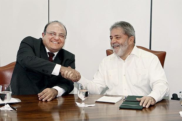 AMIZADE O ex-deputado petista Cândido Vaccarezza e o amigo Lula (acima). Vaccarezza é acusado de receber propina da multinacional Sargent Marine (leia o documento acima), beneficiada pela Petrobras (Foto: Domingos Tadeu/Presidência da República)