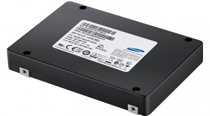 Samsung lançou recentemente o primeiro SSD de 16 TB do mundo (Foto: Divulgação/Samsung)