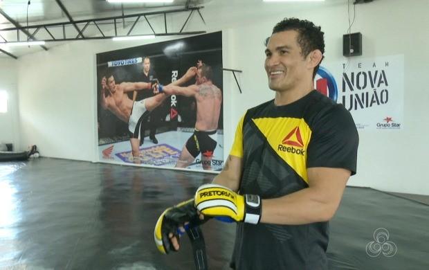 Motivado, Francimar Bodão quer vencer luta contra Darren Stewart com um nocaute (Foto: Globo Esporte Acre)