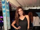 Solteira, Carol Nakamura curte a noite carioca com look comportado