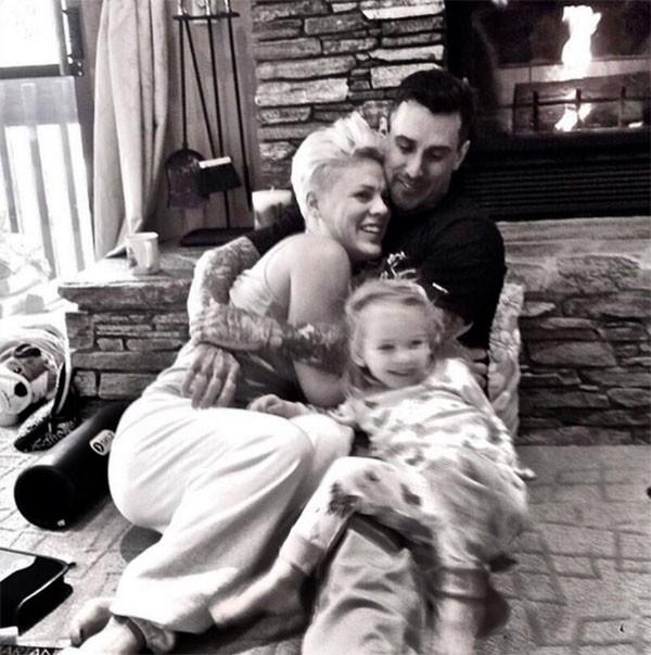 Carey Hart, Pink e a filha Willow (Foto: Instagram)