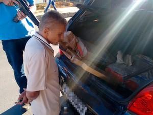 Primeira parte da droga foi encontrada em carro durante abordagem a suspeito em Vitória da Conquista, Bahia (Foto: Polícia Civil/ Divulgação)