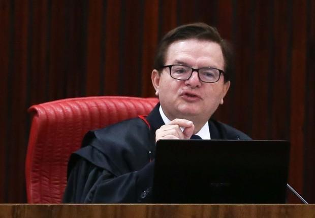 O ministro Antonio Herman Benjamin, relator no TSE da ação em que o PSDB pede a cassação da chapa Dilma-Temer, durante retomada do julgamento (Foto: José Cruz/Agência Brasil)