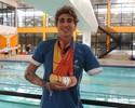 """Campeão no Parapan, nadador ajusta prótese e diz: """"Temos que saber lidar"""""""