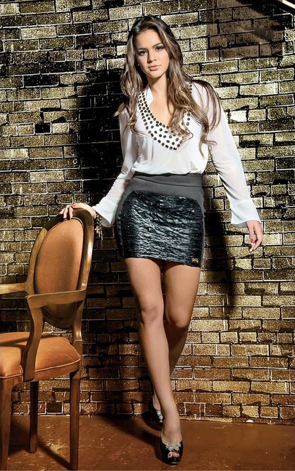 Bruna Marquezine apresenta tendências do inverno  (Foto: Coleção outono-inverno Universe Teen/Divulgação)