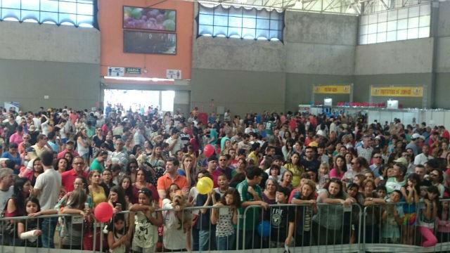 Público acompanha a definição dos vencedores dos concursos (Foto: Adriana Pellegrino )