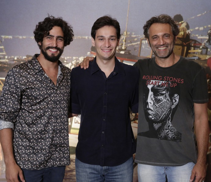 O autor Bruno Luperi posa entre Renato Góes e Domingos Montagner  (Foto: Felipe Monteiro/Gshow)