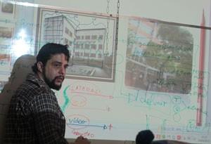 O pesquisador Francisco Tupy dá palestra sobre desenvolvimento de games e organização para os alunos do Colégio Bandeirantes (Foto: Gustavo Petró/G1)