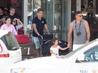 Ronaldo Fenômeno busca os filhos em aeroporto de Ibiza