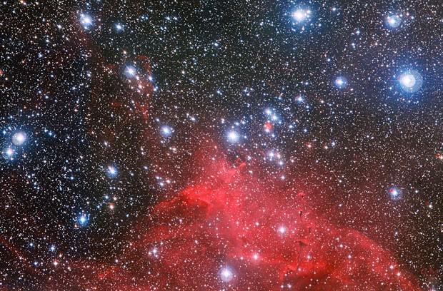 O enxame estelar NGC 3572 e o seu meio circundante (Foto: Divulgação/ESO)