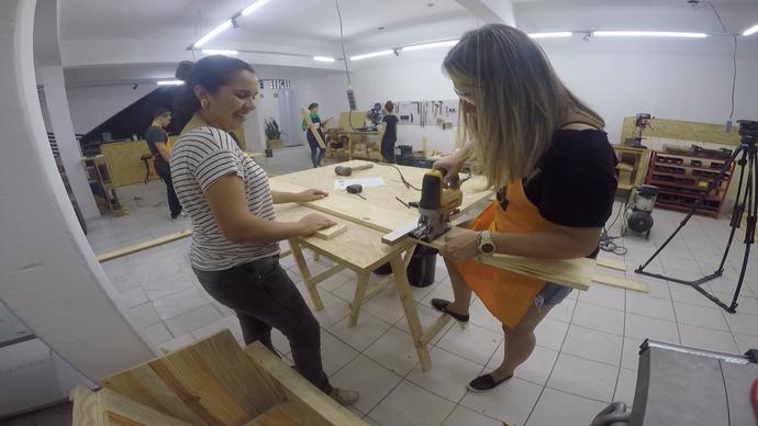 ovens buscam curso de marcenaria para aprender a fazer os próprios moveis (Foto: Divulgação / TV Gazeta ES)