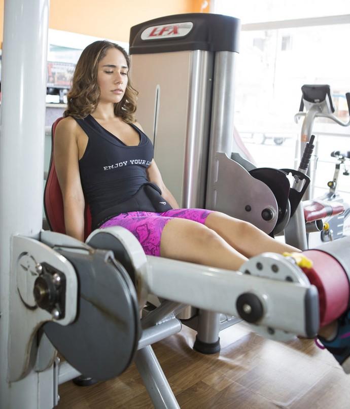 A ex-sister focada nos exercícios para ganhar massa magra (Foto: William Deivid)