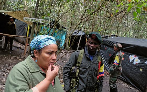 Victoria Sandino na selva como guerrilheira (Foto:  Kaveh Kazemi/Getty Images)