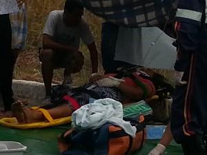 Vítimas foram socorridas ainda na rodovia por equipes do Samu (Foto: Nicole Melhado / Inter TV MG)