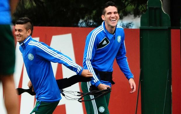 Fernandinho e Marcelo Oliveira Palmeiras (Foto: Marcos Ribolli / globoesporte.com)