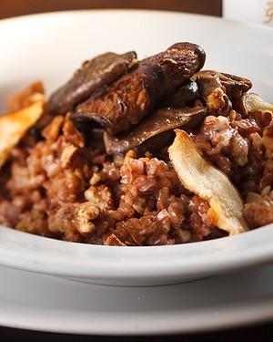 Risoto de arroz vermelho, shiitake, pera e gorgonzola   (Foto: Divulgação)