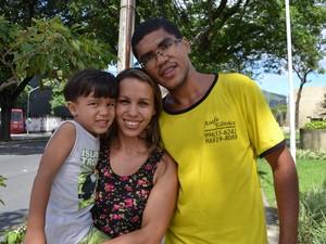 Família do motorista  Wesley Amigo disse que sente o pó preto em Vila Velha, espírito santo (Foto: Juirana Nobres/ G1)