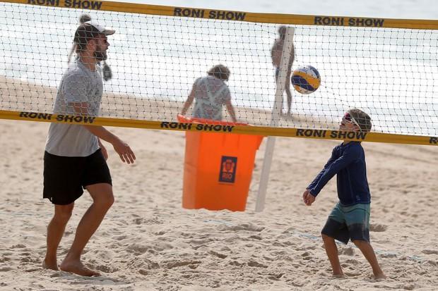 Rodrigo Hilbert com o filho  (Foto: AGNEWS )