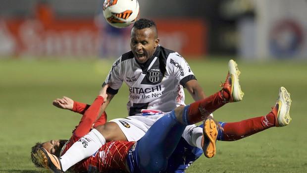 Chiquinho jogo Ponte Preta contra Deportivo Pasto (Foto: Reuters)