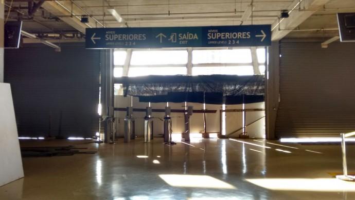Porta setor Oeste, Arena Pantanal (Foto: Israel Prates)