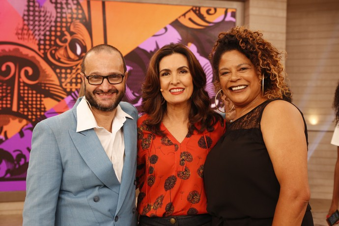 Convidados com a apresentadora depois do programa  (Foto: Ellen Soares/Gshow)