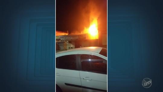 Incêndio em loja de salgadinhos assusta moradores de Hortolândia
