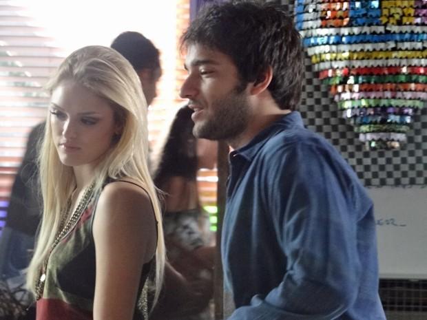 Davi dispensa Megan para ajudar Verônica  (Foto: Geração Brasil/ TV Globo)