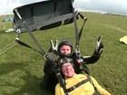 Veterano da 2ª Guerra comemora 100 anos pulando de paraquedas