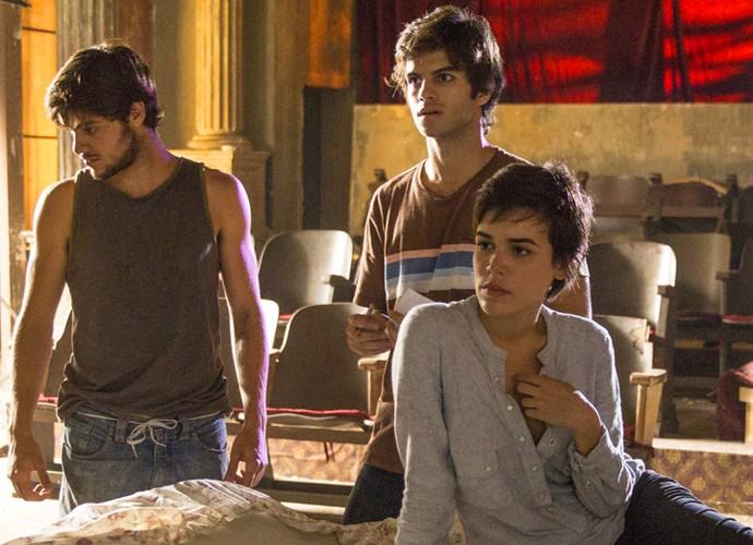 Na trama, Jonatas - personagem de Felipe Simas - está provocando o ciúme de Fabinho (Foto: Pedro Curi/Globo)