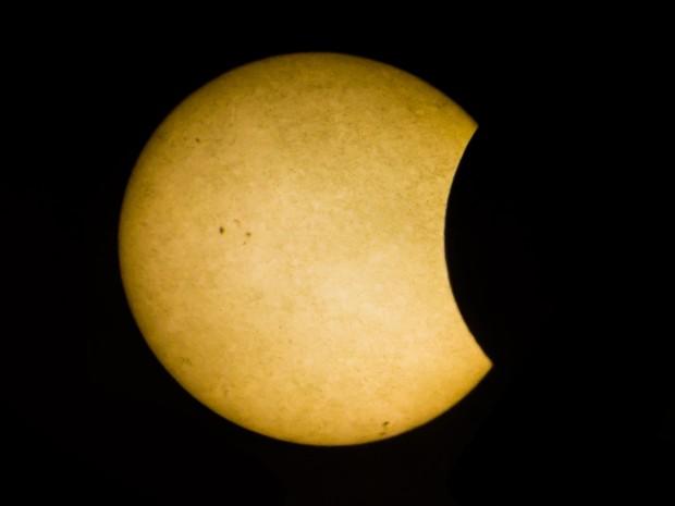 Projeção permitiu observar o fenômeno nítidamente (Foto: Jonathan Lins/G1)