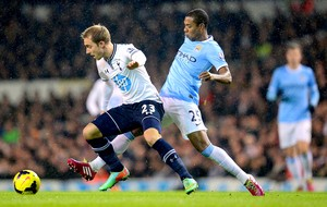 Fernandinho jogo Tottenham e Manchester City (Foto: Getty Images)