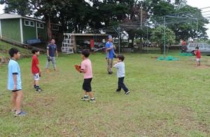 Crianças aprendem com atletas esporte e disciplina  (Foto: Kawanny Barros / GloboEsporte.com)