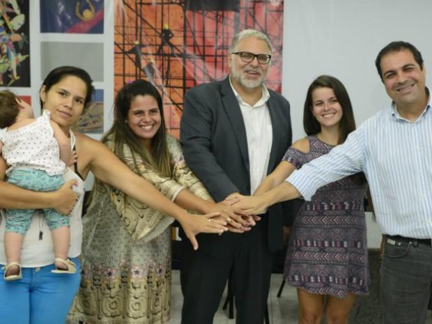 Reunião mediada pelo MPT terminou em consenso entre mulheres de PMs e governo (Foto: Ricardo Medeiros / A Gazeta)