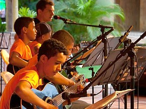 Criança Esperança: Instituto Amigos de Santo André. Projetos do criança esperança que usam a música e a dança (Foto: Divulgação)