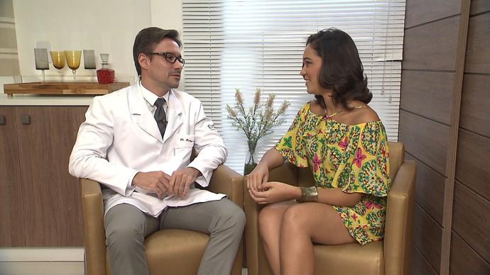 Dentista Rodrigo Queiroz explica como funcionam as lentes de contato para dentes (Foto: TV Bahia)