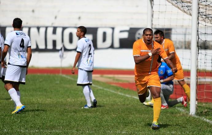 lances de Brasiliense e Sobradinho (Foto: Reprodução / Site Oficial do Brasiliense)